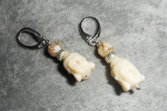 Boucles d'oreilles bouddha en gorgone et nacre  sur dormeuses en argent 925