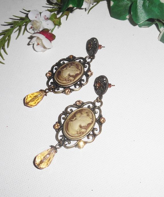 Boucles d'oreilles camé marron avec cristal de Swarovski