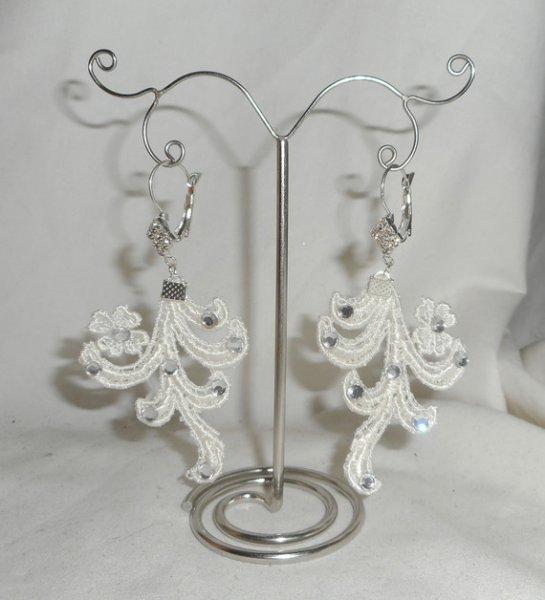 Boucles d'oreilles dentelle arabesque écrue avec cristal de Swarovski