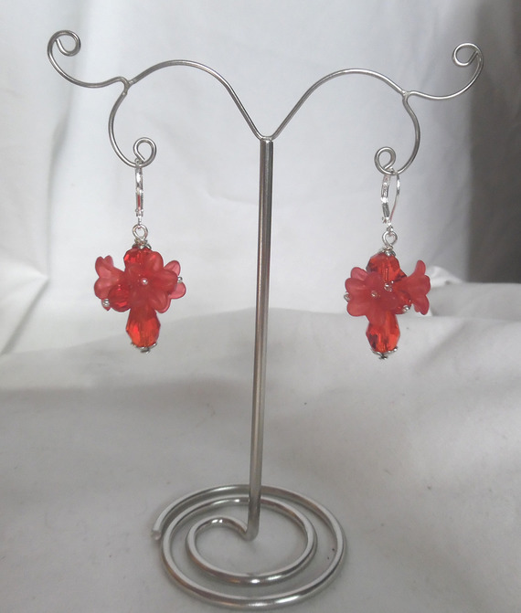 Boucles d'oreilles fleurettes rouge avec perles en cristal