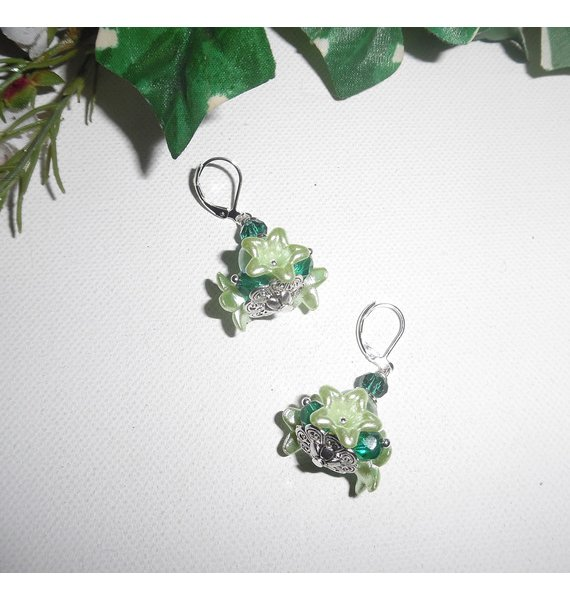 Boucles d'oreilles originales fleurettes anis avec perles en cristal vert