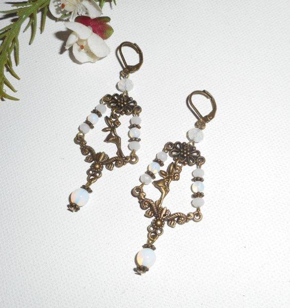 Boucles d'oreilles pampilles avec fée et cristal blanc sur dormeuses bronze