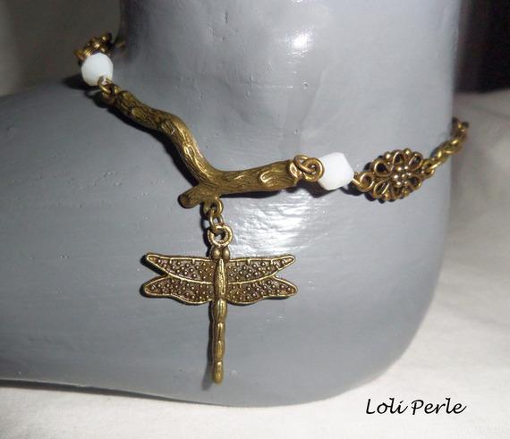 Bracelet/chaine de cheville originale avec libellule et perles en nacre