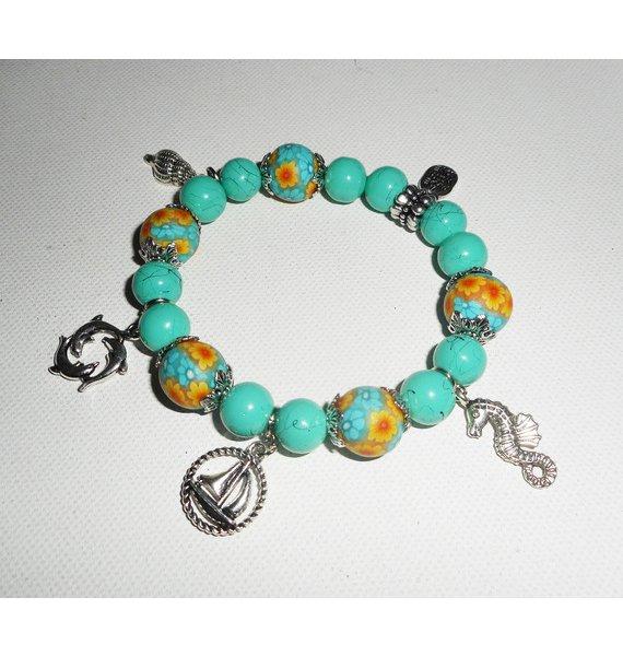 Bracelet en perles de verre turquoise avec perles fleuries sur le thème de la mer
