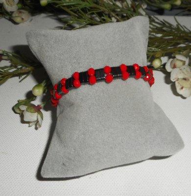 Bracelet en pierres d'hématite avec perles en cristal rouge et argent 925