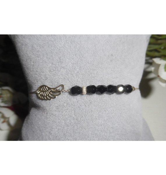 Bracelet original aile et petites perles en cristal noir sur chaine fine en argent 925