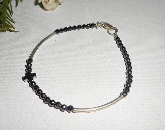 Bracelet original croix et petites pierres en hématite avec tubes argent 925
