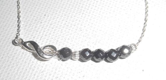 Bracelet original note de musique et perles en hématite sur chaine fine en argent 925