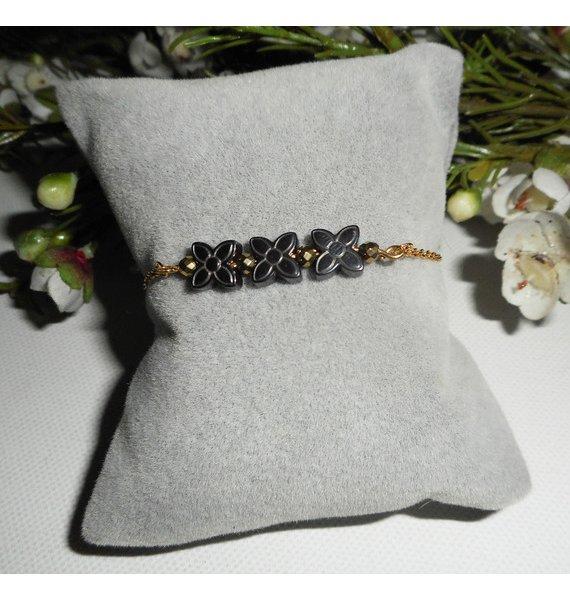 Bracelet pierre d'hématite forme fleur sur chaine plaqué or