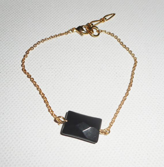 Bracelet pierre d'onyx noir sur chaine plaqué or