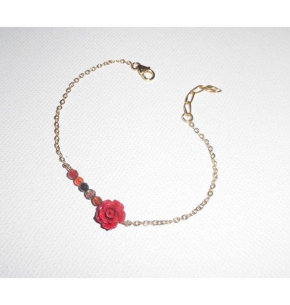 Bracelet rose sculptée en gorgone rouge avec petites agates sur chaine plaqué or