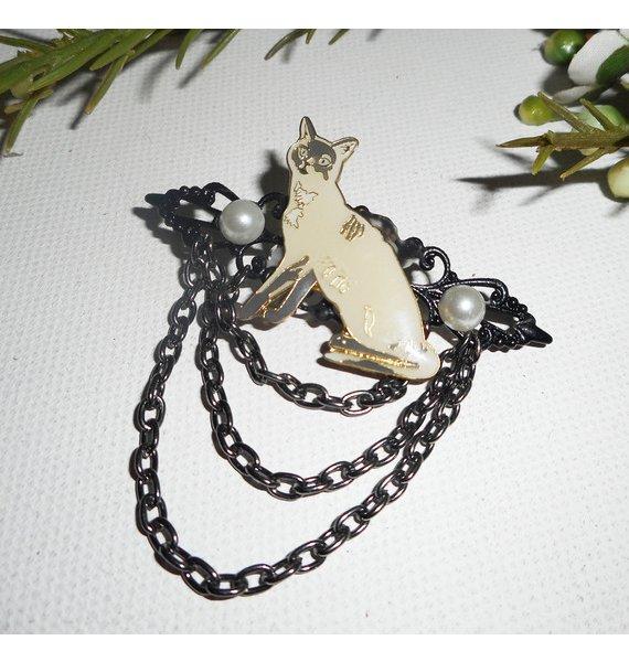 Broche avec chat siamois en émail  perles et chaine noire