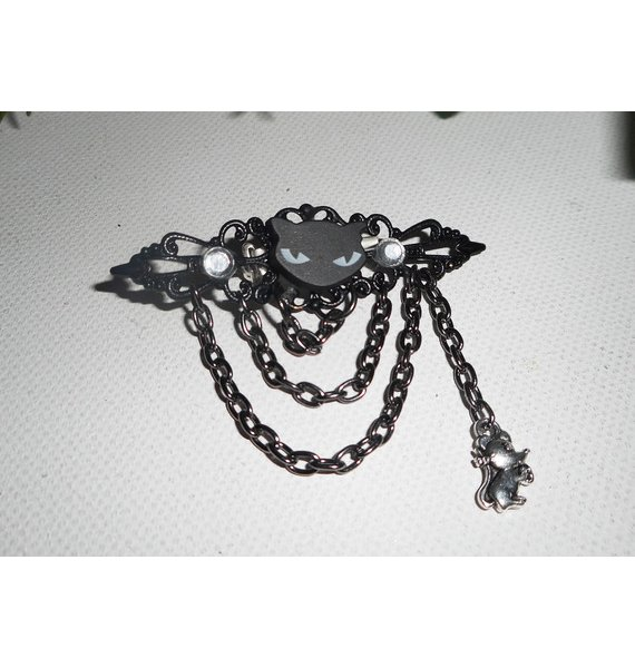 Broche  chat noir en résine avec strass en cristal et chainage noir