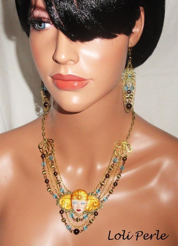 Collier cléopatre avec perles de verre et cristal sur chaine