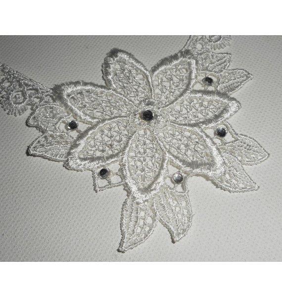 Collier de Cérémonie fleur en dentelle blanche avec cristal de Swarovski