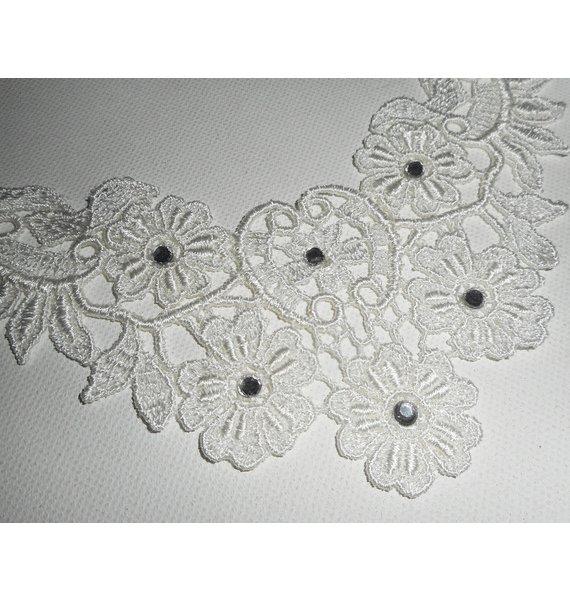 Collier de Cérémonie en grande dentelle blanche avec cristal de Swarovski