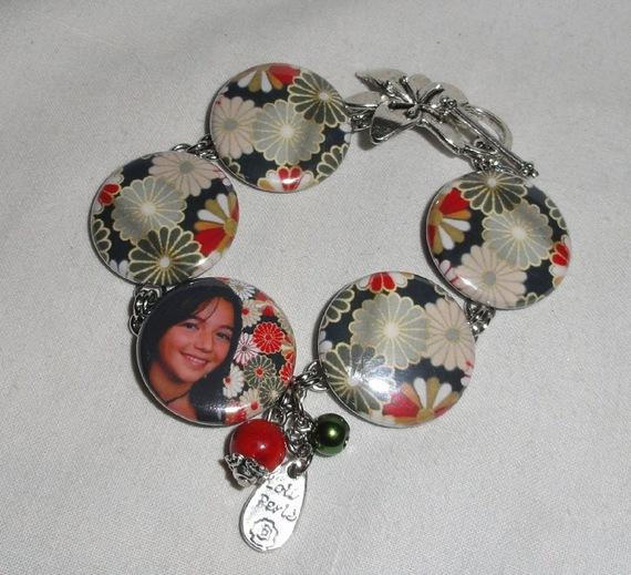 Collier en gorgone et perles de verre avec décor fleuri et votre photo préférée