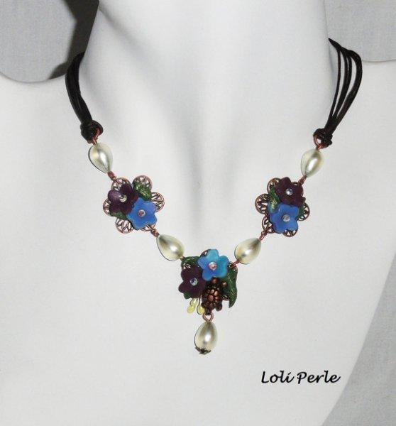 Collier floral multicolore avec gouttes en verre et tortue sur cordon marron