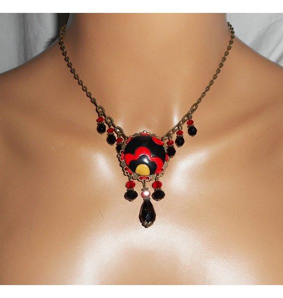 Collier original cabochon fleuri et perles en cristal noir et rouge sur chaine bronze
