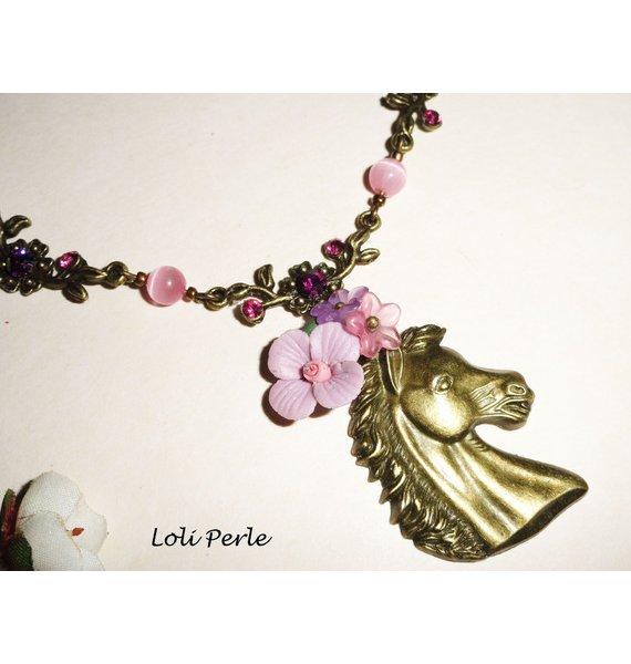 Collier original cheval bronze avec fleurs et cristal rose et mauve