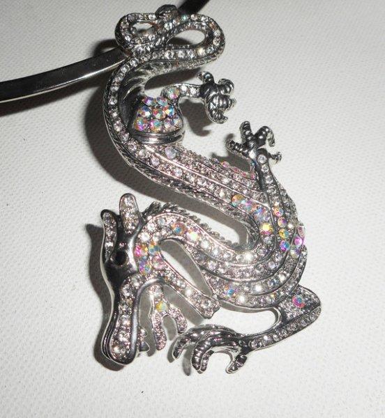 Collier original en métal argent avec grand dragon en cristal
