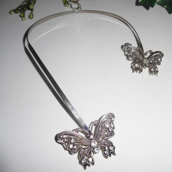 Collier original papillons en cristal de Swarovski asymétrique