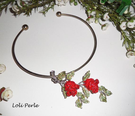 Collier original roses rouges avec strass en cristal sur tour de cou argent