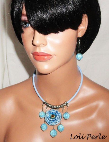 Collier perles bleues fleuries avec rose en céramique