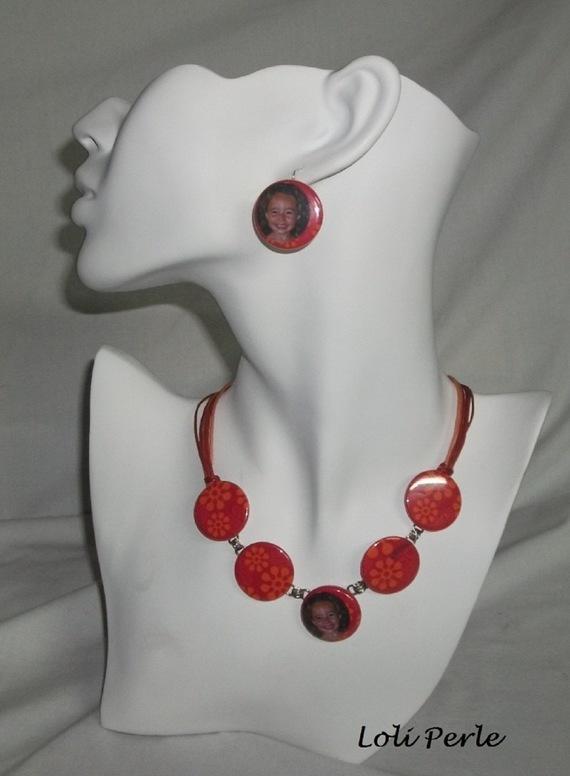 Collier photo personnalisée de couleur rouge