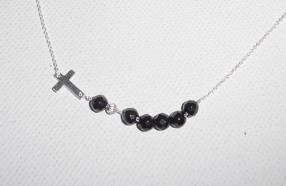 Collier ras de cou en argent 925 avec croix et  perles en cristal noir