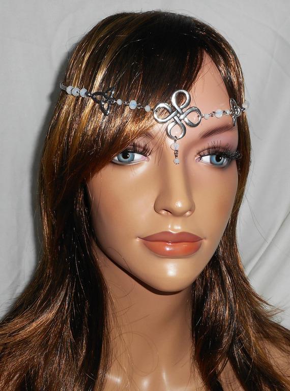 Diadème avec perles en cristal de bohème blanc opaque  et motifs celtiques 2 en 1
