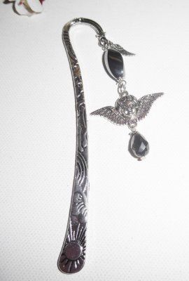 Marque page avec ange et ailes et pierre d'hématite