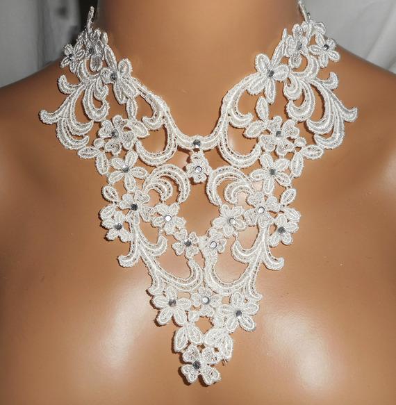 Parure Collier de Cérémonie dentelle écrue motif arabesque et fleurs avec cristal de Swarovski