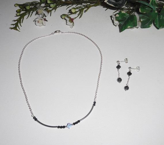 Parure Collier fleur et perles en pierres d'hématite sur chaine en argent 925