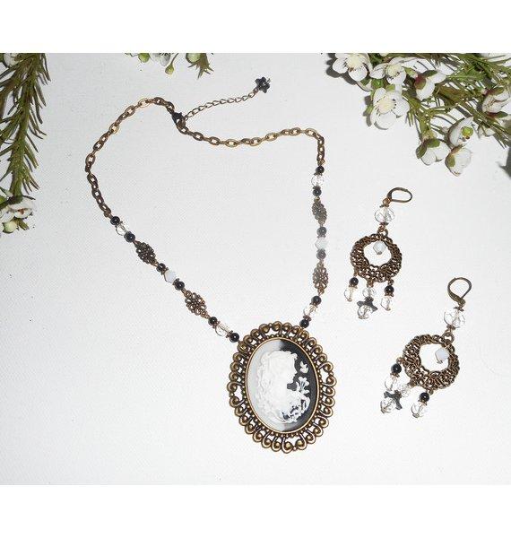 Parure Collier grand camé noir et blanc avec perles de cristal et verre sur chaine bronze