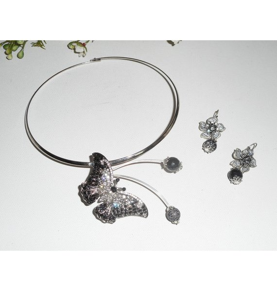 Parure Collier original en métal soudé avec papillon gris serti de cristal et pierres en agate