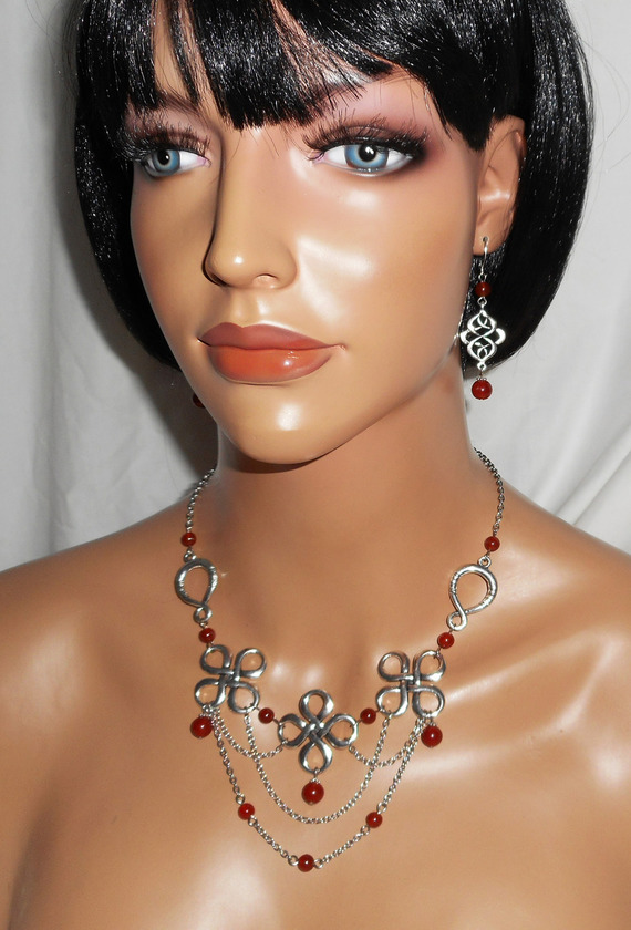 Parure Collier original avec pierre de cornaline orange sur jeu de chaine et croix celtiques argent