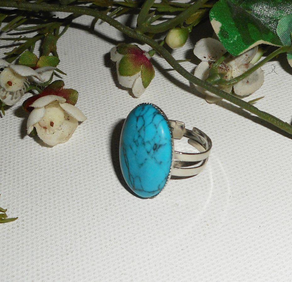 Bague cabochon avec pierre de turquenite ovale