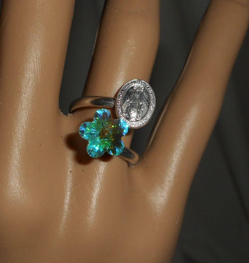 Bague fleur en cristal avec médaille de la vierge en argent 925