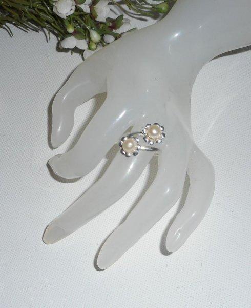 Bague originale en argent 925 avec double fleur et perles de culture blanche