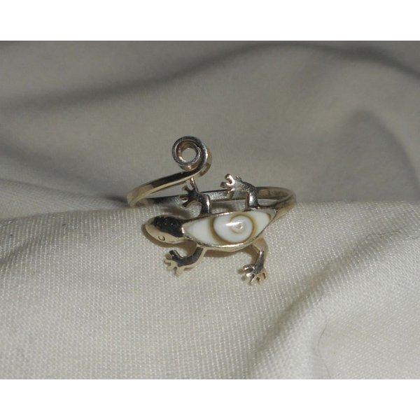 Bague originale en argent 925 avec gecko en oeil de Ste Lucie blanc