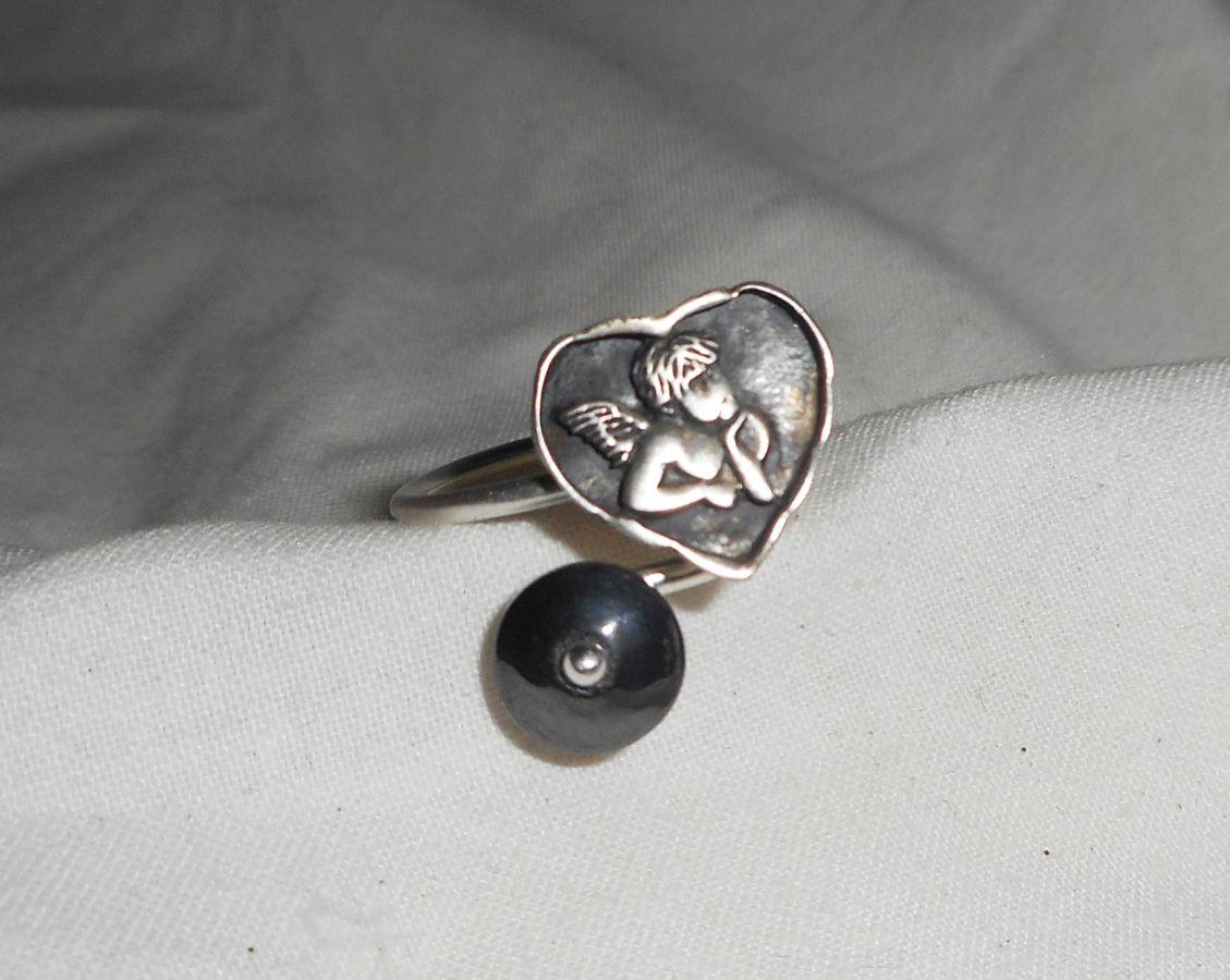 Bague originale en argent 925 avec ange dans coeur et pierre en hématite