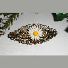 Barrette originale marguerite et strass sur motif filigrane bronze