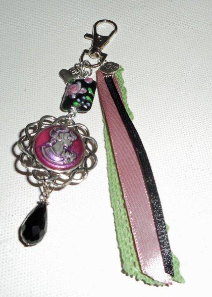 Bijoux de sac/porte clefs perle fleurie en verre et camé avec rubans