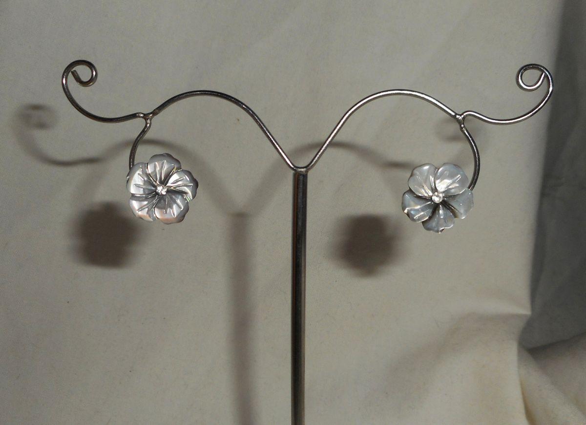 Boucles d'oreilles argent 925 avec fleur de nacre grise