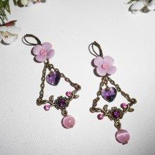 Boucles d'oreilles fleurs mauves avec pampilles coeurs et perles roses
