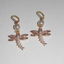 Boucles d'oreilles libellules avec perles et strass sur dormeuses dorées
