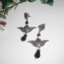 Boucles d'oreilles motif ange avec perles en cristal noir