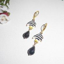 Boucles d'oreilles motif poisson en émail et cristal de bohème noir sur dormeuses dorées