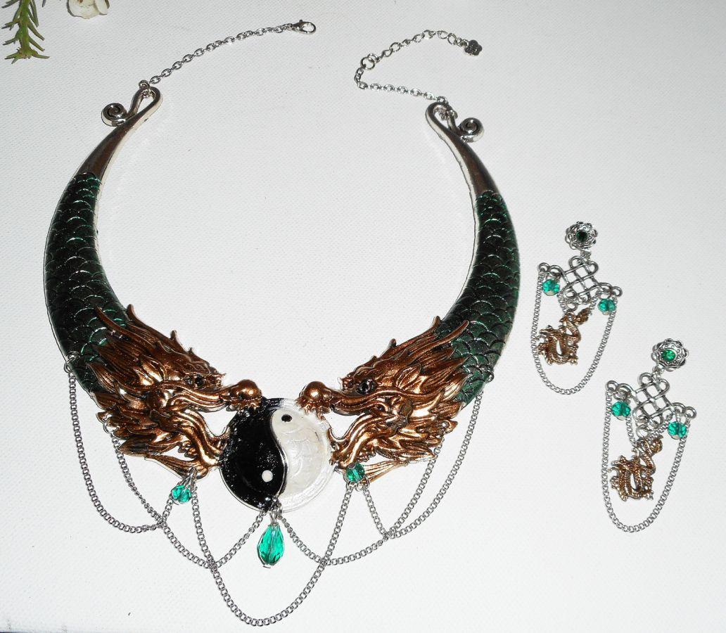 Boucles d'oreilles noeud chinois avec dragon